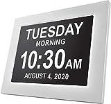 American Lifetime Day Clock - Reloj Digital Grande, Sin Abreviaturas, para Ancianos y Pacientes con Demencia - 5 Opciones de Alarmas y Recordatorios de Medicamentos - 1 Año de Garantia (Blanco)